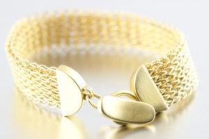 Gestricktes Silberarmband, vergoldet